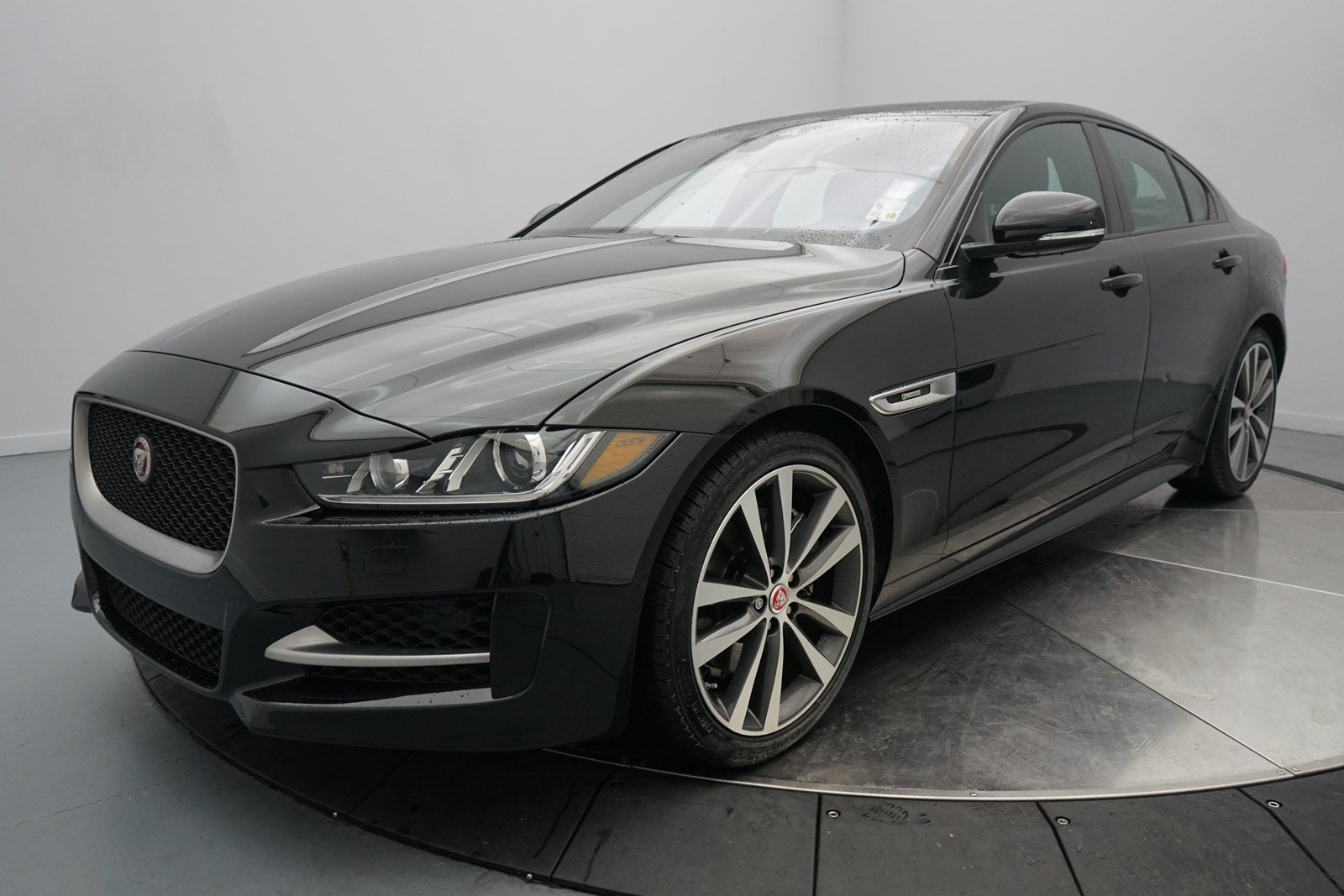 new 2018 jaguar xe 25t r sport 4 door sedan in shreveport 50339 jaguar of shreveport. Black Bedroom Furniture Sets. Home Design Ideas